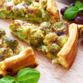 Spinach, Gorgonzola and Grape Quiche